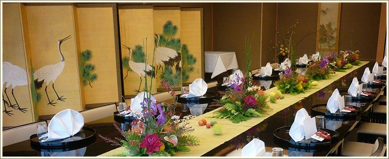 明治八年、大阪会議の舞台となり、立憲政体の礎となる会議の成功を祝って 命名された花外楼。以来、縁起の良い料亭としてご愛顧いただいており、お祝いの席に最適でございます。